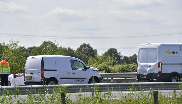 Er vielen drie gewonden bij een kettingbotsing op de A58 bij Moergestel.