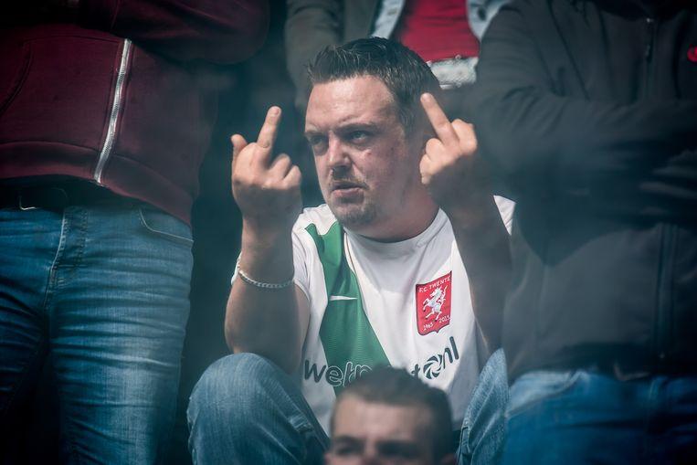 Woede bij een supporter van degradant FC Twente. Beeld Hollandse Hoogte