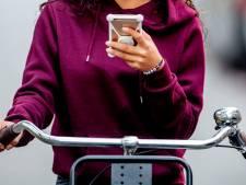 Maureen (15) uit Nijkerk werd bijna beroofd van haar oordopjes: 'Jongens op een scooter trokken me meters mee'