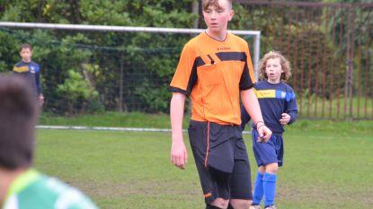 Tuur De Bruycker (14) is jongste scheidsrechter in Zelzaatse voetbalgeschiedenis