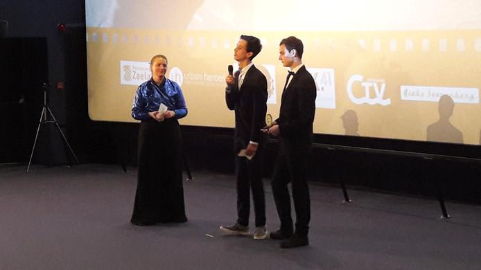 Gijs Suy en Jens Ingelse uit Middelburg hebben met hun korte film 'Een dag aan het strand' de finale van FilmstarZ 2017 gewonnen.