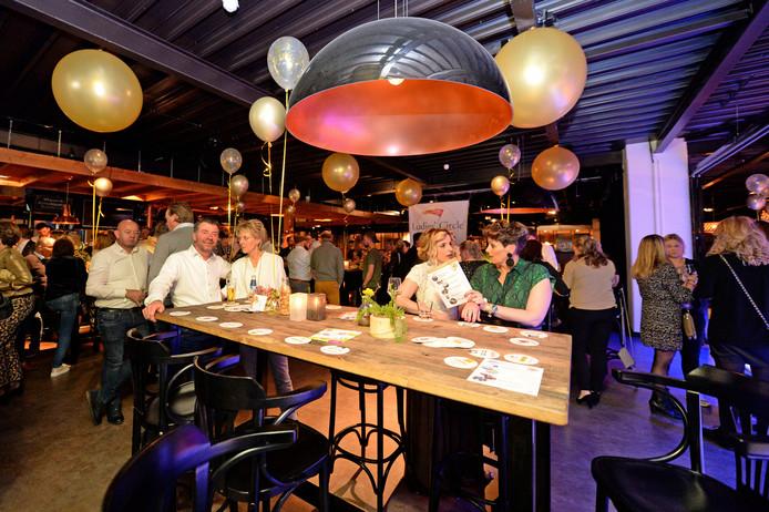 De derde editie van de Silver en Dance Party bracht 350 feestgangers op de been.