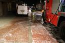 Automobilist rijdt door bussluis en trekt oliespoor door Loon op Zand