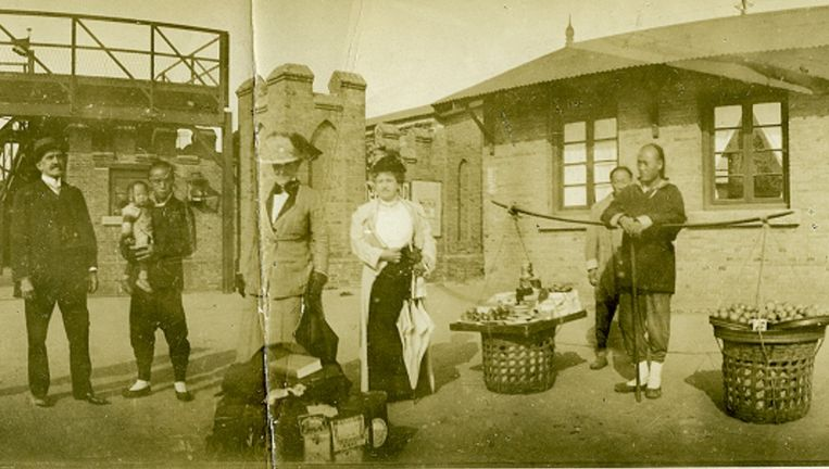 Op reis in China met de Amerikaanse suffragette Carrie Chapman Catt om er de strijd voor het vrouwenkiesrecht uit te dragen Beeld Foto Internationaal Archief voor de Vrouwenbeweging