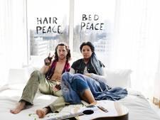Hoofdrolspelers musical Hair in Hiltonbed John Lennon