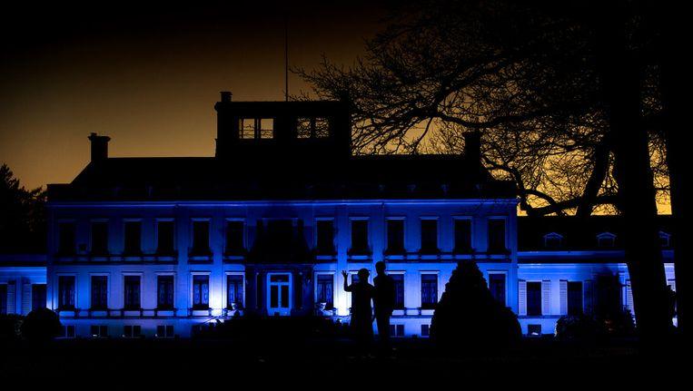 Paleis Soestdijk kleurt blauw in het kader van de Autismeweek. Met de actie 'Light it up blue', waarbij gebouwen in blauwe schijnwerpers worden gezet, wordt aandacht gevraagd voor autisme. Beeld anp