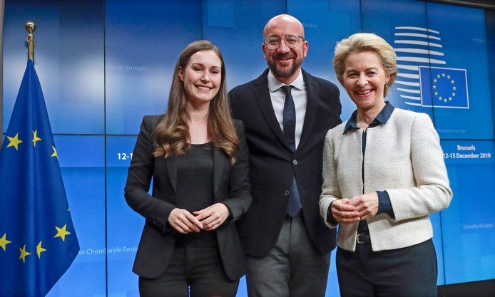 Sanna Marin avec Charles Michel, président du Conseil européen, et Ursula von der Leyen, présidente de la Commission européenne.