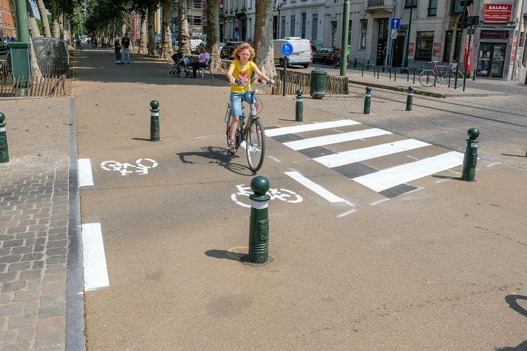 De doorsteek aan de Oeverpoort is nu voorzien van een fiets- en zebrapad.