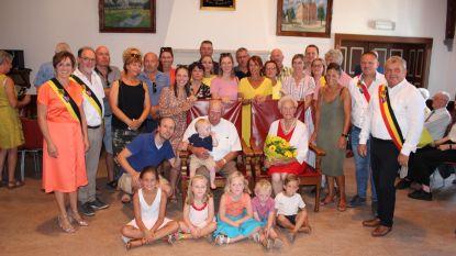 Clara van het vroegere café 'Het Beukenhof' in Watervliet viert diamanten huwelijksverjaardag
