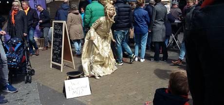 Koude Koningsdag deert Zwolle niet