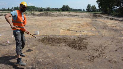 Twaalf emmers Romeinse assen gestolen