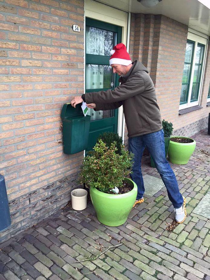 Roparunteam Hoeksche Waard Runners zet ook steeds meer in op het bezorgen van andere post dan alleen kerstkaarten.