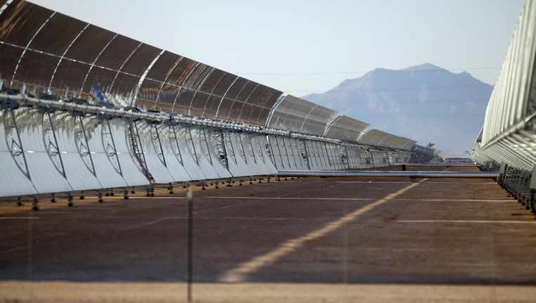 Solana gebruikt, zoals veel zonnecentrales, parabolische trogs.