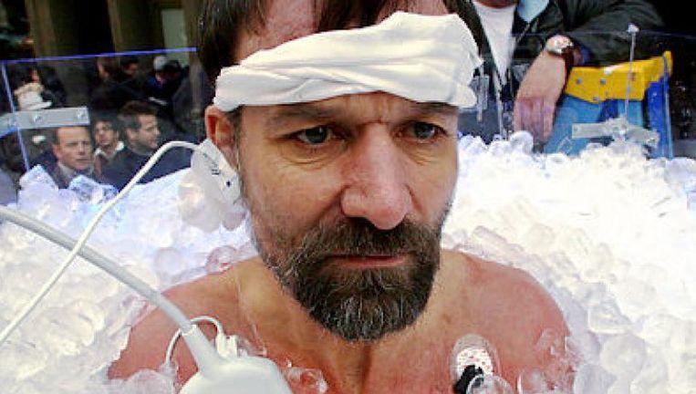 Duizenden mensen zweren bij de ademhalingsoefeningen van 'Iceman' Wim Hof Beeld Archief