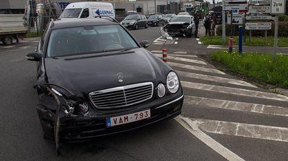 Bestuurders ongedeerd bij zware klap aan Randweg