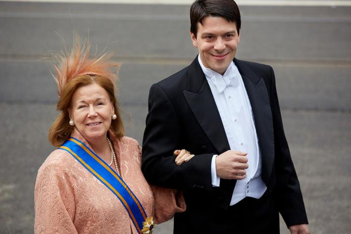 Prinses Christina arriveert met haar zoon Bernardo Guillermo bij de Nieuwe Kerk in Amsterdam voor de inhuldiging van koning Willem-Alexander.