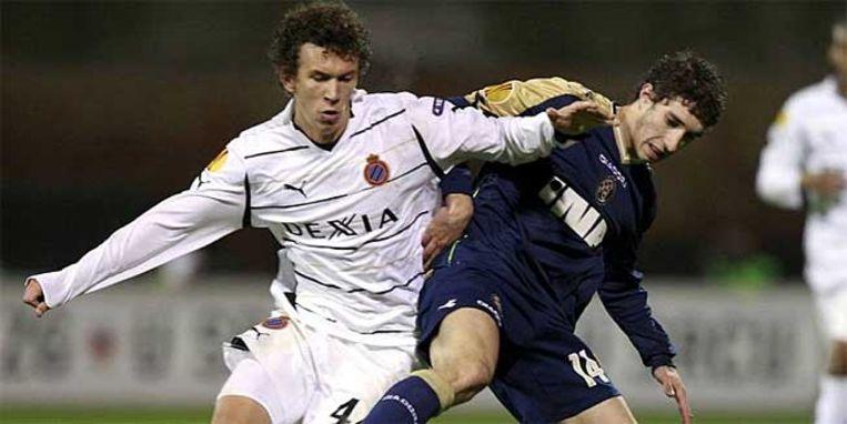 Vrsaljko (rechts) in duel met Perisic, toen in het shirt van Club.