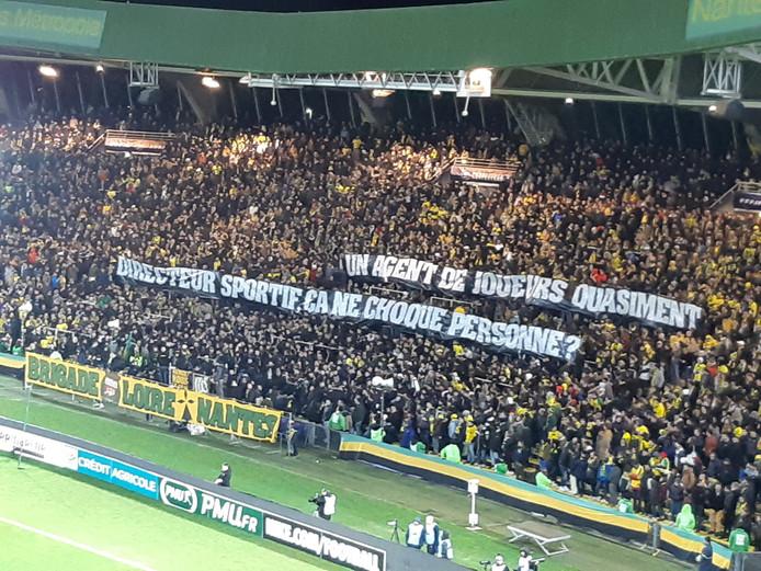 La banderole des supporters de Nantes à l'attention de Mogi Bayat