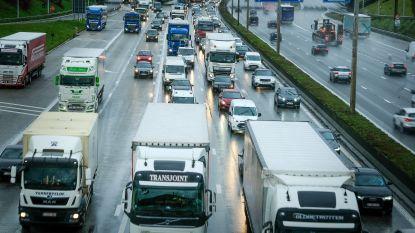 """Peeters: """"Snelheidsverlaging Brusselse Ring van 120 naar 100 km/u komt er nog dit jaar"""""""