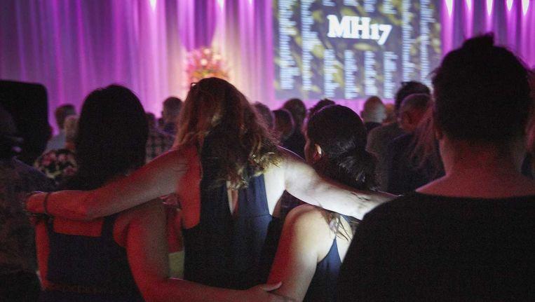 Nabestaanden van de slachtoffers van MH17 tijdens de herdenking in Nieuwegein. Beeld anp