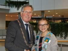 Josefien blijft nog een jaar aan als kinderburgemeester van Schouwen-Duiveland