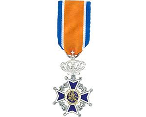 Lintje behorend bij benoeming tot Lid in de Orde van Oranje-Nassau.