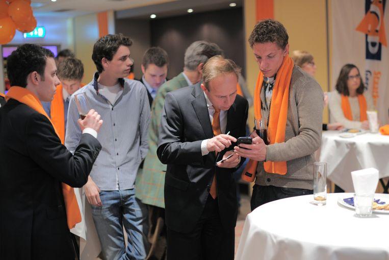 Kees van der Staaij wacht met SGP-jongeren op de uitslag van de gemeenteraadsverkiezingen in 2014. Beeld Hollandse Hoogte / Joost Hoving