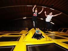 'Slam dunken' en trefbal op verende matten in Deurne