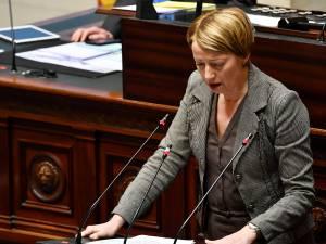 Catherine Fonck au bord des larmes en évoquant le travail du personnel soignant