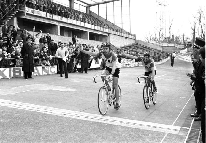 Eddy Merckx et Victor 'Van Schil lors de l'arrivée de Liège-Bastogne-Liège