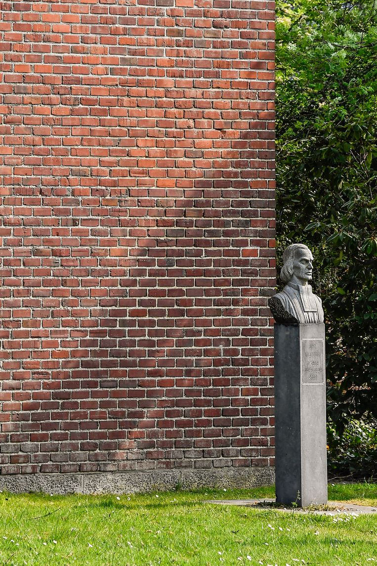 Het borstbeeld van pastoor JM Vianney blijft behouden.