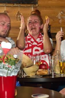 Poolse arbeiders schreeuwen op kwekerij voor hun voetbalelftal