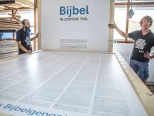 Zwolse bijbel op Graceland Festival in Vierhouten is zo groot dat iedereen erin past