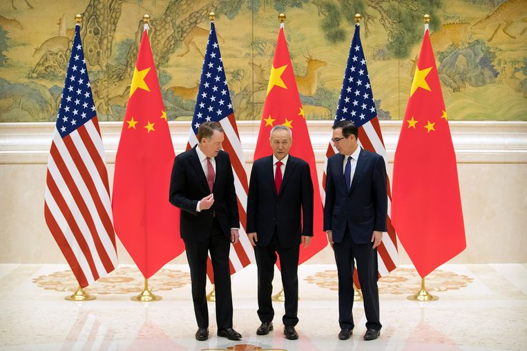 Amerikaans handelsgezant Robert Lighthizer, Chinese hoofdonderhandelaar Liu He en Amerikaans minister van Financiën Steven Mnuchin.