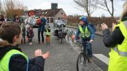 Fietsers krijgen donderdag aan Scheldebrug applaus tijdens de ochtendspits