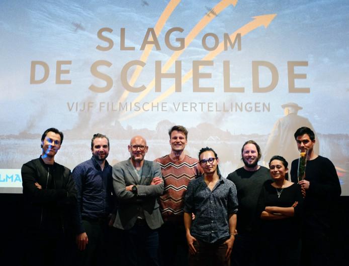De geselecteerde filmmakers, met 2e van links Perry Mulder, 3e van links Raimond van Soest en rechts Matthias Hoekman.