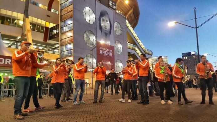 Het Zutphense dweilorkest 't Spul(t) is hofleverancier van krijgsgezangen voor de Oranje Leeuwinnen tijdens het WK in Frankrijk.