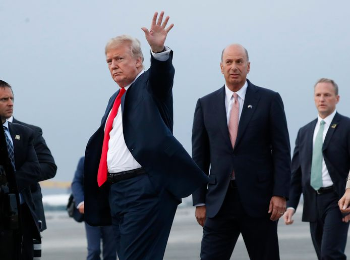 Gordon Sondland (R) naast president Donald Trump (Archiefbeeld).