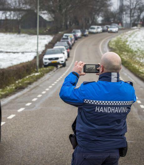 Talloze sneeuwtoeristen weer naar Drielandenpunt ondanks waarschuwing en ruim honderd boetes gisteren