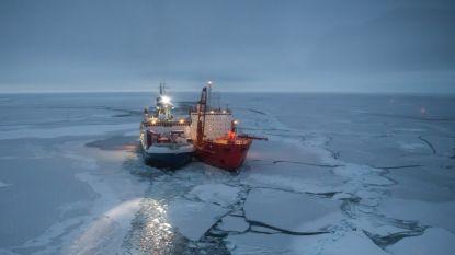Schip ligt vast in het ijs: onderzoekers laten zich jaar lang invriezen bij de Noordpool