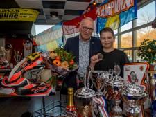 Talentvolle karter Bart Ploeg (13) uit Heijningen krijgt op kartbaan sportpenning van de gemeente
