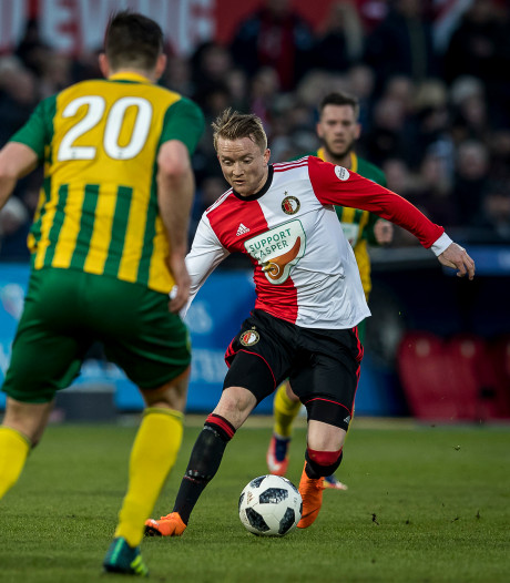 Larsson viert terugkeer met goal in benefietwedstrijd