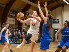 Baketbalsters Batouwe door in play-offs om landstitel