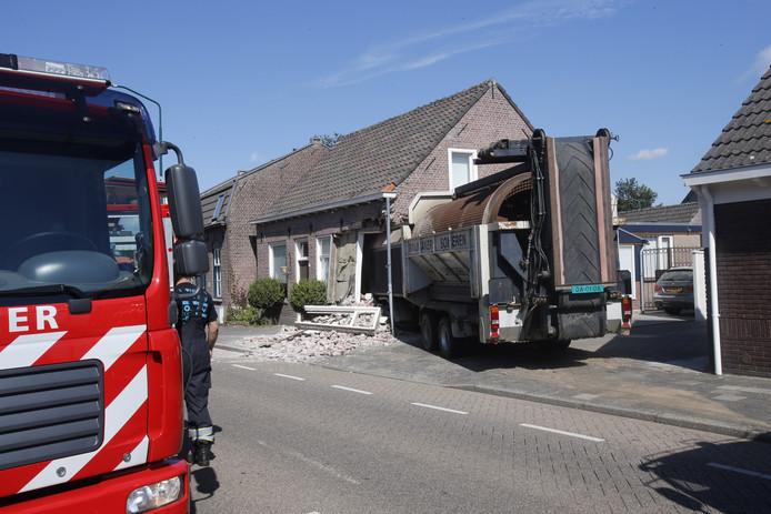 Zaterdag 29 augustus 2015 reed een loodzware aanhanger het huis binnen van Robert Groenewoud.