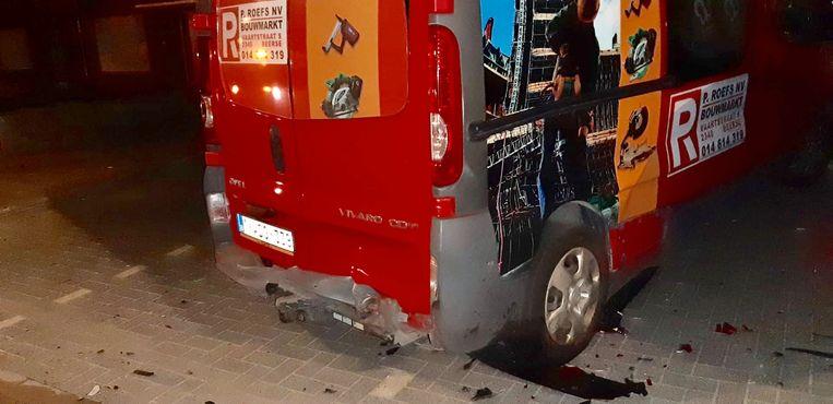 Een dronken bestuurder ramde 4 geparkeerde wagens in de Molenstraat