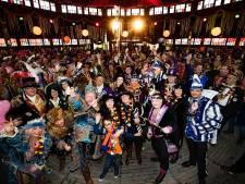 11 prinsen van Lampegat Eindhoven samen op de foto op het Wilhelminaplein