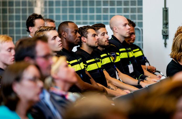 Aspirant-politieagenten bij de opening van het Politieonderwijsjaar 2016/2017.