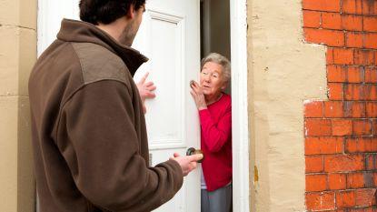 Politie waarschuwt voor listige dieven die zich voordoen als deur-aan-deur-verkopers