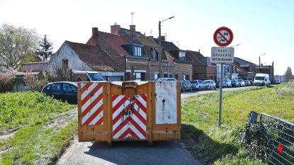 Fransen glippen met drugs langs grensversperring