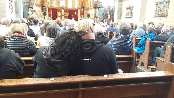 Een moment van bezinning voor de festivalgangers tijdens de gospelmis in Kwadendamme.